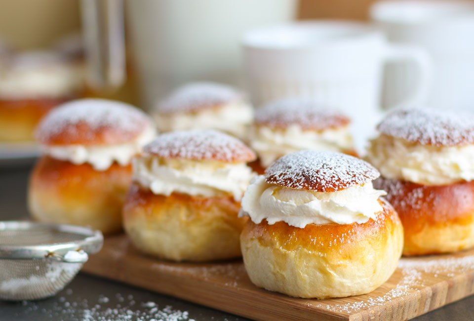 small danish with filling and powder topping